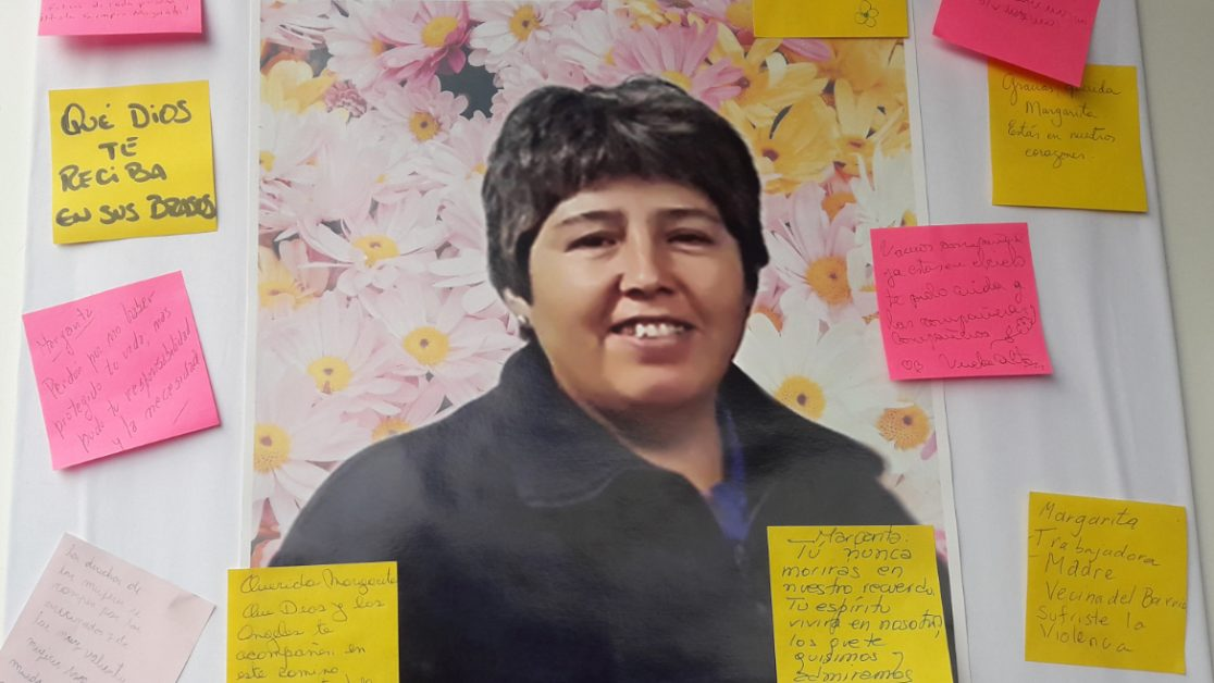 Instalación en memoria de Margarita Ancacoy en la entrada de Ingeniería Industrial.