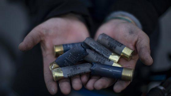 """Proyectiles """"bean bag"""": uno de los cartuchos que dispara Carabineros no figura en su protocolo"""
