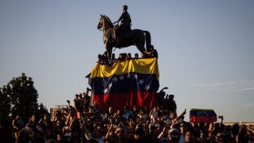 Venezolanos/as tienen alto endeudamiento pero ni aún así logran recuperar el nivel de vida que alcanzaron en su país
