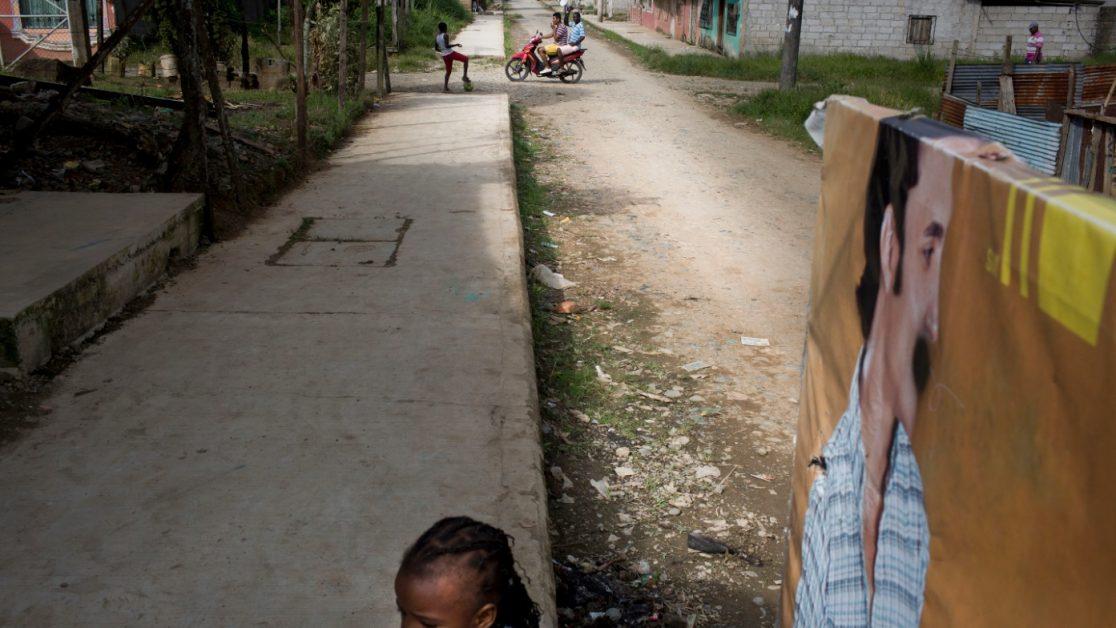 La población de San Lorenzo vive en el silencio del miedo a contar lo que en sus calles pasa, el los barrios periféricos niños juegan con ese silencio sordo. Foto: Edu León/ Periodistas Sin Cadenas