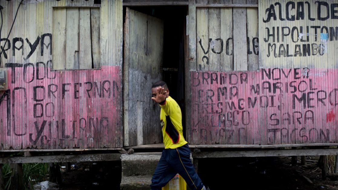 La población de Palma Real es una de las más azotadas por el conflicto armado y por el narcotráfico, la falta de Estado y su cercanía con Colombia les ponen en ser un punto geoestratégico para el narcotráfico. En las crónicas de Javier Ortega era un punto caliente dentro de todo el conflicto. Foto: Edu León / Periodistas Sin Cadenas