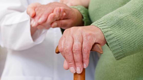 Desafíos de la transición demográfica: hacia un sistema de cuidado de adultos dependientes remunerado y comunitario