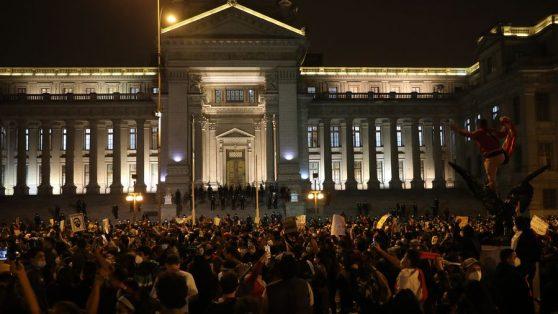 Perú: cómo cayó un proyecto autoritario en 6 días