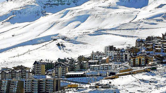 El mega-negocio inmobiliario que enfrenta a los dueños de la nieve