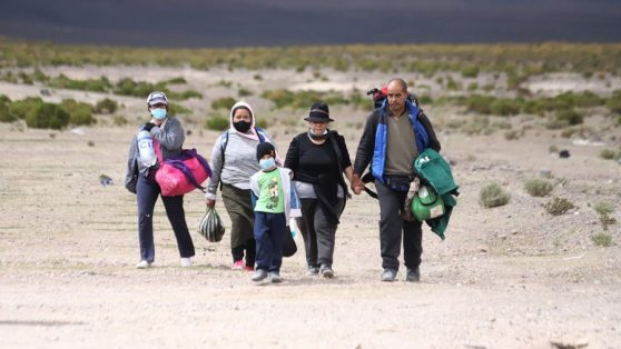 """Colchane y la frontera: cómo la narrativa del """"choque cultural"""" aumentó la tensión con los migrantes"""
