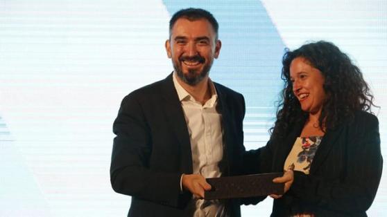 FNPI entrega premio de Excelencia a Ignacio Escolar: «Florecerá la prensa de calidad»