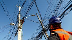 Posibles efectos del cambio a la ley eléctrica: dificultad para comparar precios y alza de tarifas en los hogares