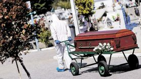 Minsal reporta a la OMS una cifra de fallecidos más alta que la informada a diario en Chile