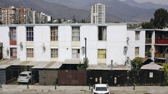 Frío, contaminación y hacinamiento: un millón de viviendas sociales con fallas que facilitan la expansión del Covid-19