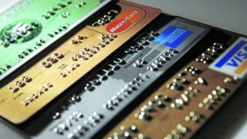 ¿Por qué tenemos que seguir promoviendo el endeudamiento como único medio para asegurar los ingresos de los hogares?