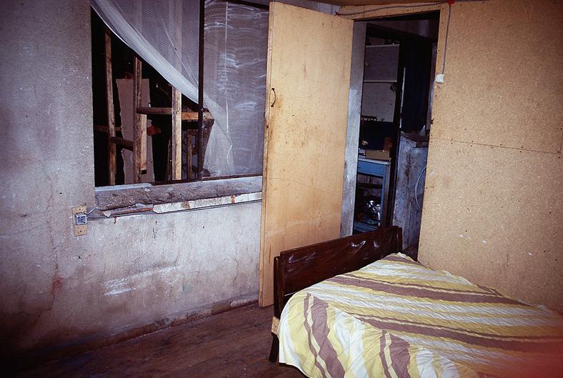 Dormitorio de la casa-retén, desde donde se vigilaba la entrada al calabozo.