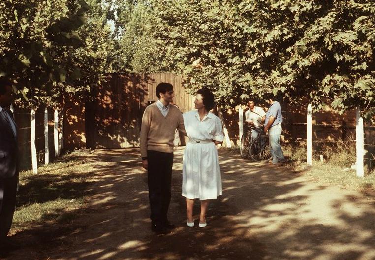 Cristián Edwards y su madre, al día siguiente de su liberación en 1992.