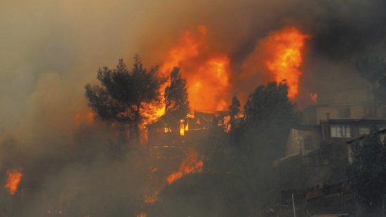Nuevo mega incendio en Valparaíso: negligencia estatal y alcaldes son culpables de este tipo de tragedias