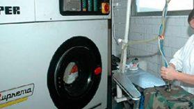 Las pistas que conectan al negocio de lavandería de Escuela Militar con Fuente-Alba