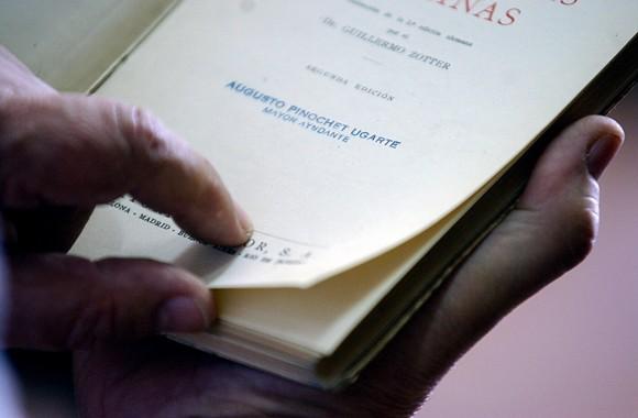 Exclusivo: Viaje al fondo de la biblioteca de Pinochet