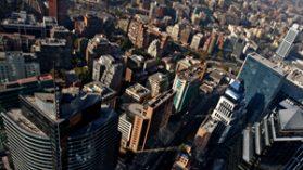 Investigadora de la London School of Economics desmenuza estrategias de la elite chilena para evitar alzas de impuestos
